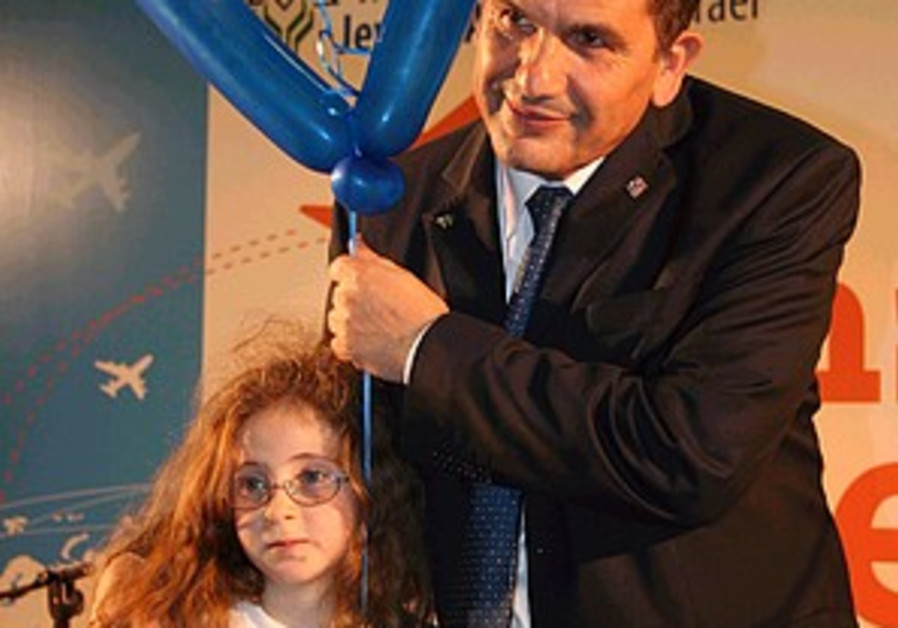 600 olim from France arrive in Israel