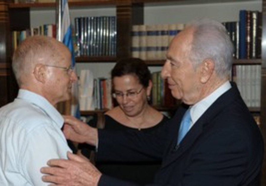 Shimon Peres meets with Noam and Aviva Schalit