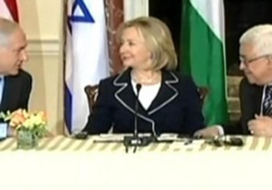 Netanyahu and Abbas at peace talks 2010.