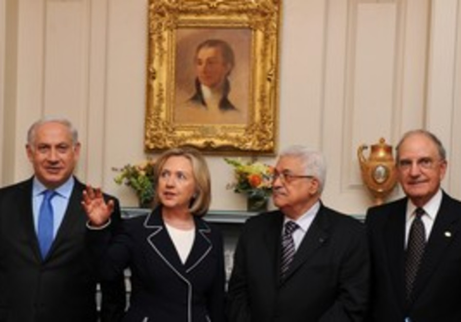 Netanyahu, Clinton, Abbas and Mitchell standing.