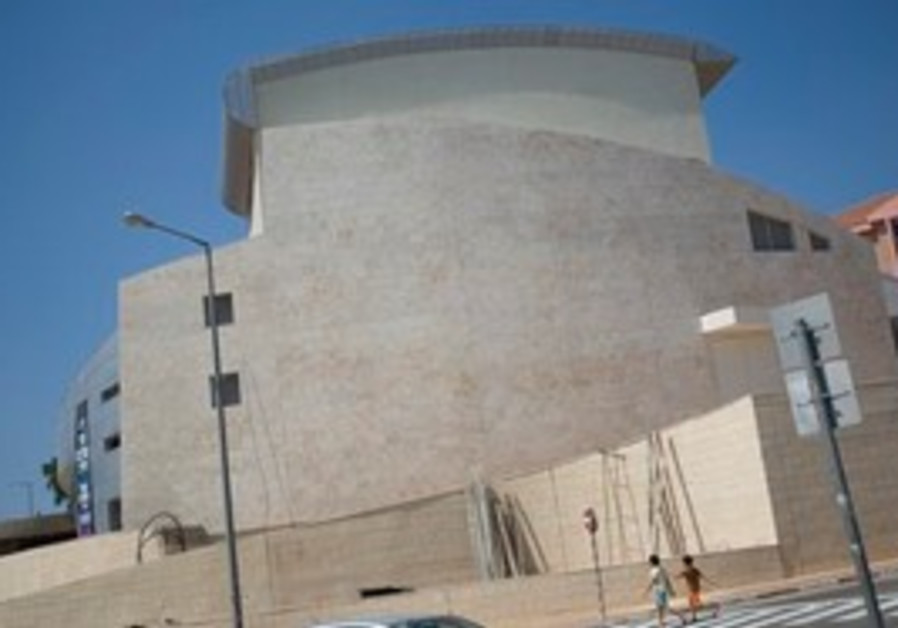 Israeli children walk past Ariel's new Theater in