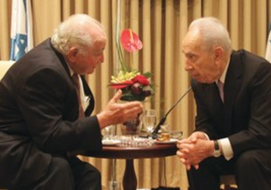 Peres with Aushwitz survivor Roman Kent.