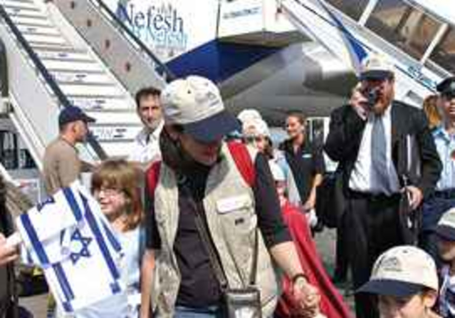 NEW IMMIGRANTS disembark from special El Al flight