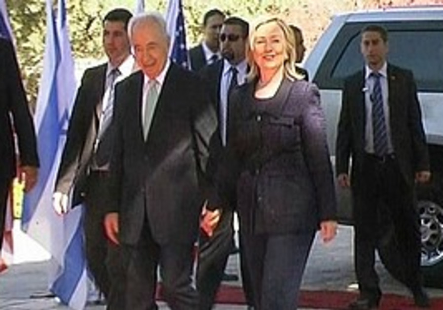 Clinton and Peres in Jerusalem, Tuesday