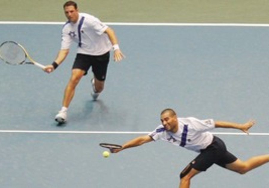 ISRAELI DOUBLES DUO Andi Ram (center) and Yoni Erl
