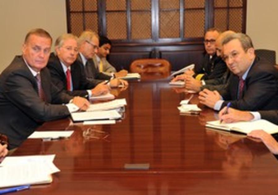 Ehud Barak with US General Jim Jones