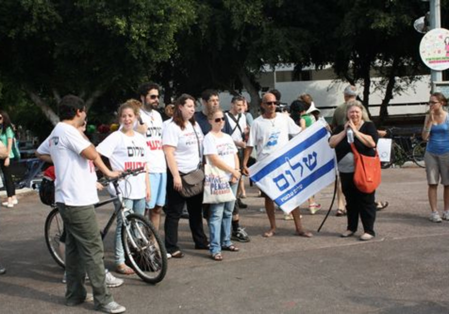 Peace Now activists at the Tel Aviv flash mob