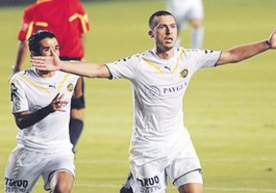 Maccabi Tel Aviv midfielder Haris Medunjanin