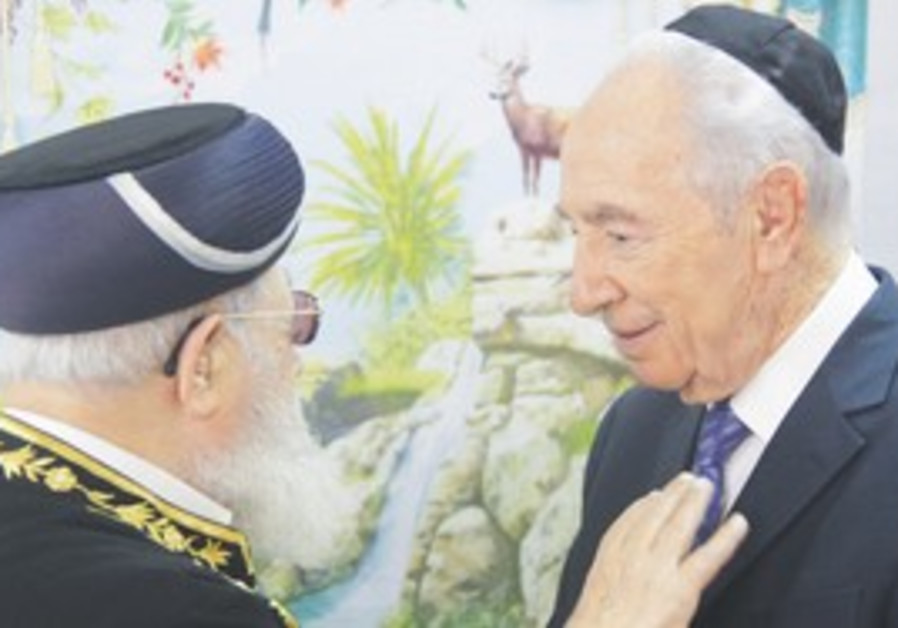 PRESIDENT SHIMON Peres visits Shas spiritual leade