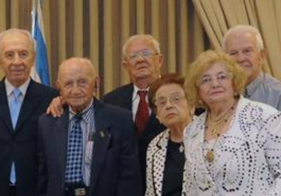 Shimon Peres kicks off Senior Citizens month