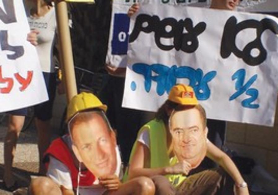 GREEN COURSE activists wear masks