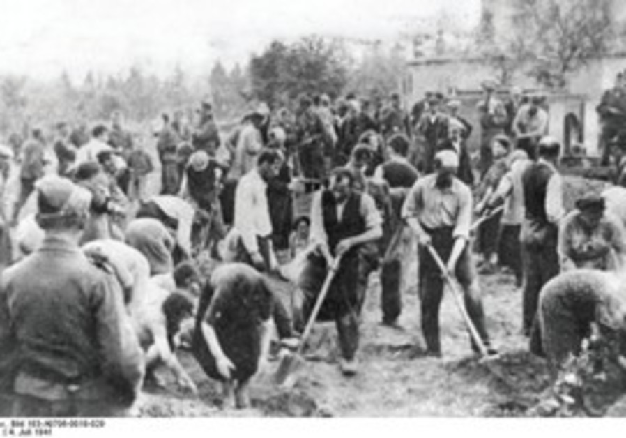 Jews digging own graves. Storow, Ukraine, 7/4/1941