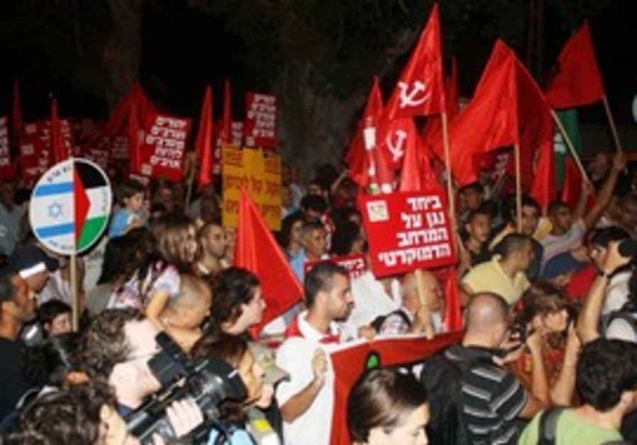 Protesters march against loyalty oath in Tel Aviv