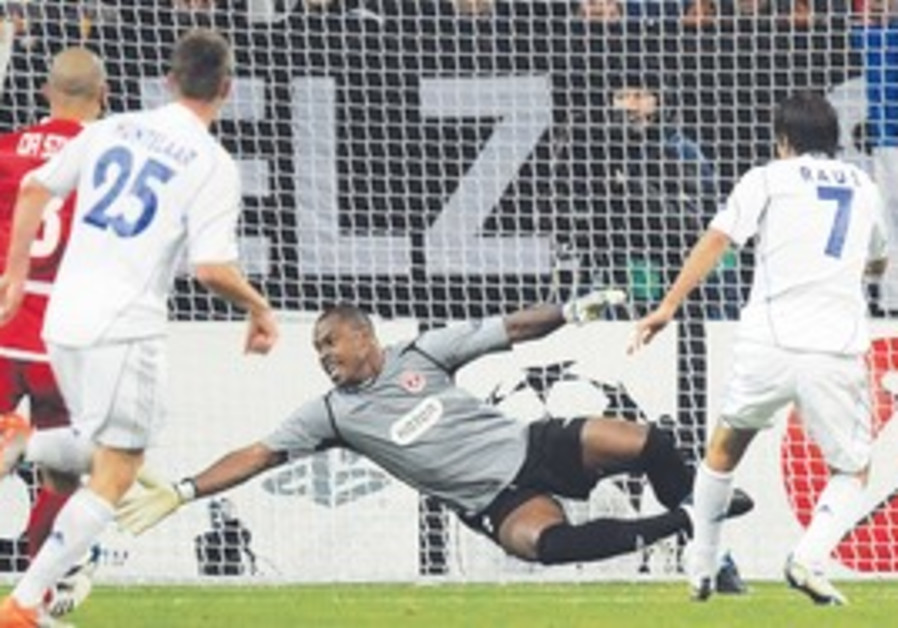 SCHALKE 04 striker Raul (right) scores his second