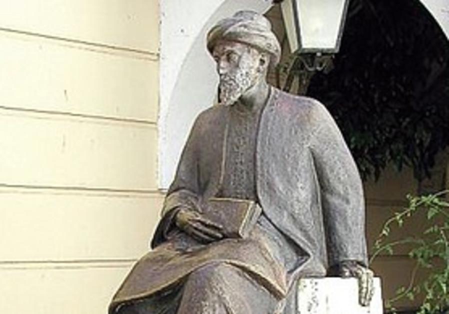 Maimonides statue in Cordoba, Spain.