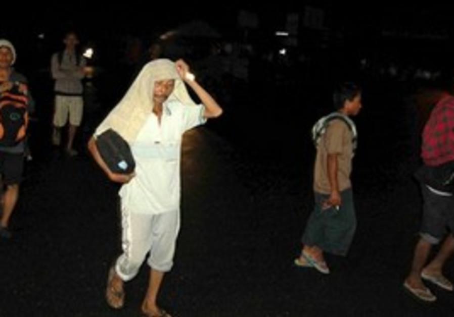 Villagers on West Sumatra flee ahead of tsunami