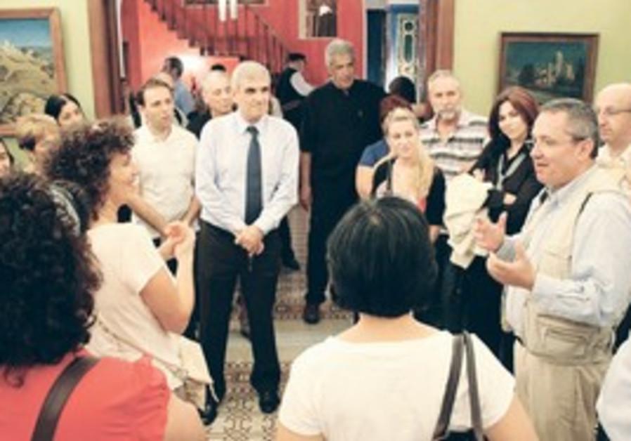 LIMMUD FSU tours Tel Aviv's Little Odessa.