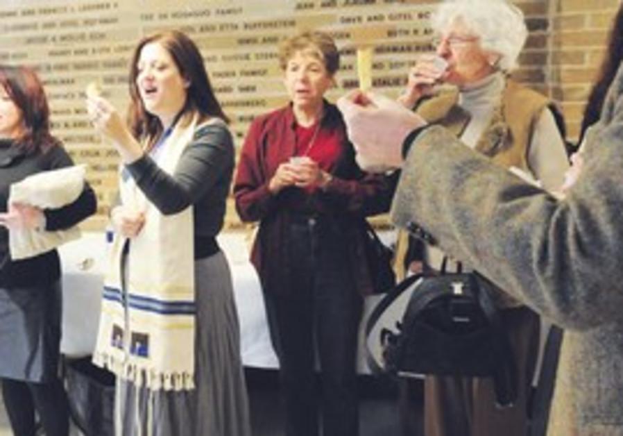 Congregants at Chicago's Temple Emanuel
