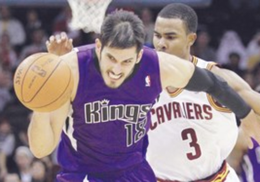 Omri Casspi in the midst of a 20-point game