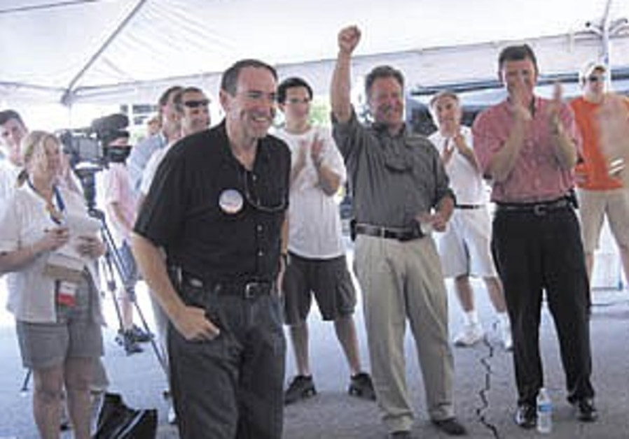 Huckabee's visit to Yad Vashem stirs Republicans