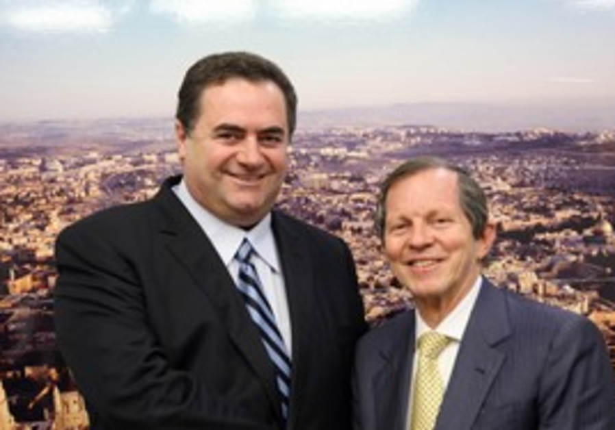 Yisrael Katz with IATA CEO Giovanni Bisignani