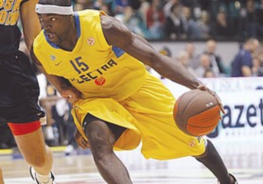 Maccabi Tel Aviv player Doron Perkins.