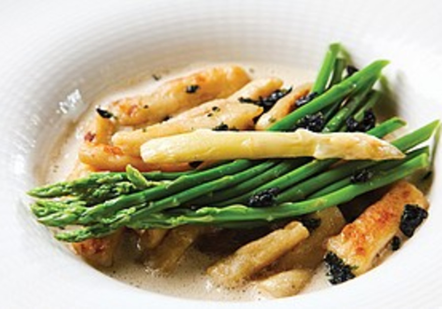 Schupfnudel with asparagus and porcini.