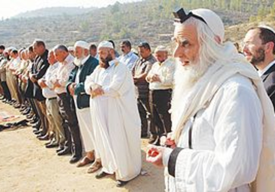 RABBI MENACHEM Froman joins in prayers to end the
