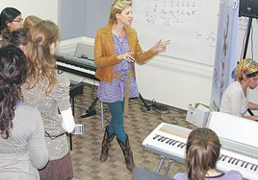 MUSICIAN MIKA KARNI teaches a class at the new Miz