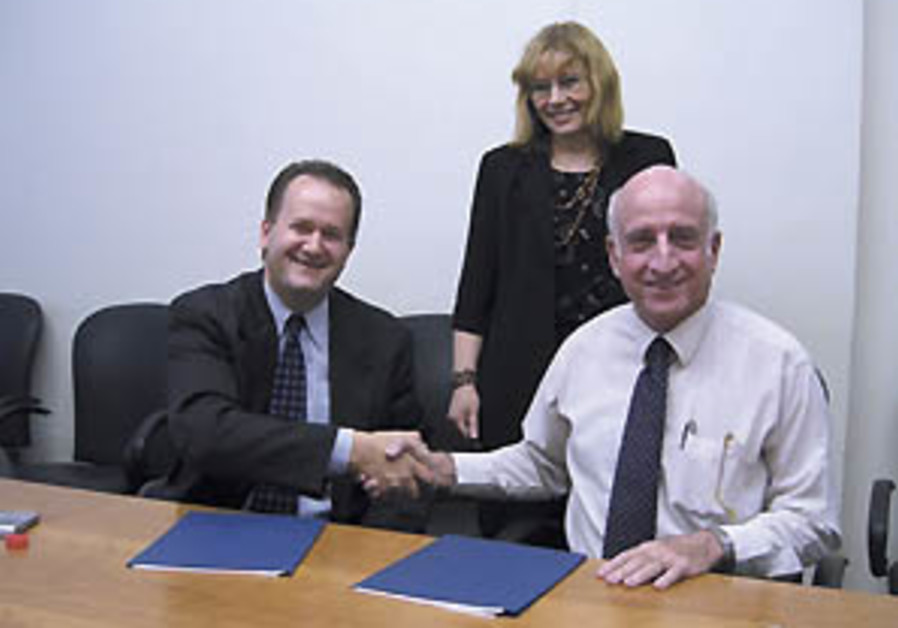Chief Scientist signs R&D deal with Sun Microsystems