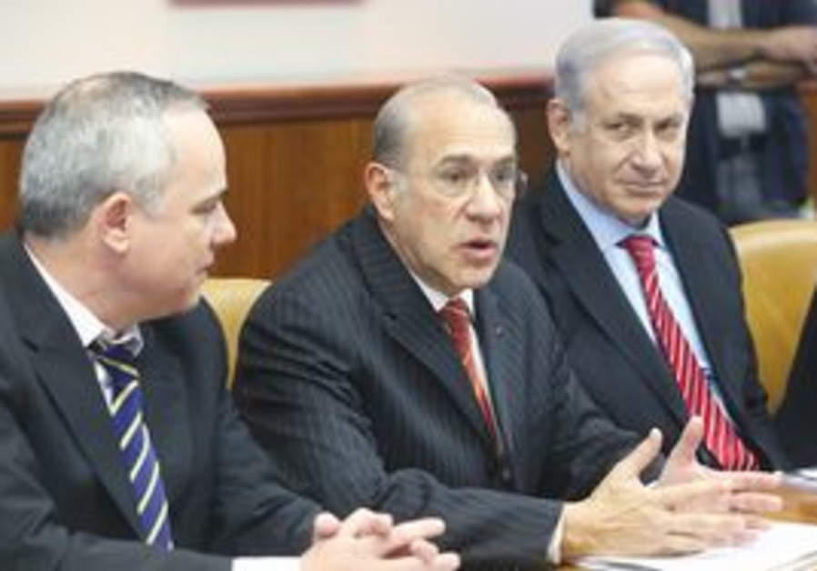 OECD Sec.-Gen. Angel Gurria at cabinet meeting