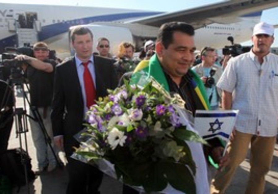 Tourist no. 3,000,001 arrives in Israel.