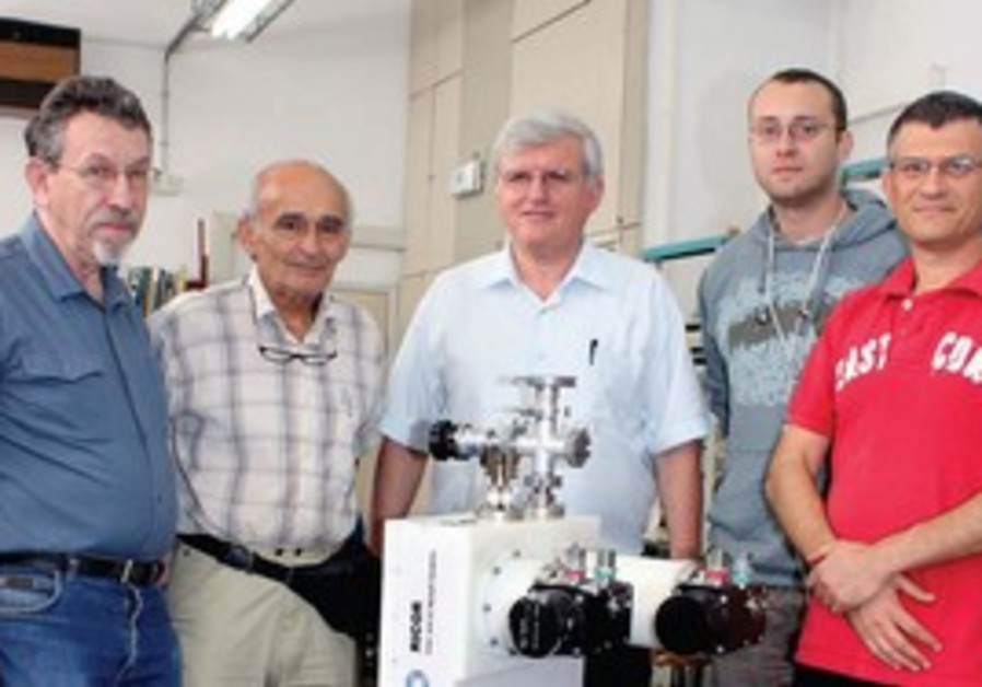 SHUKI WOLFUS (right) and his team of researchers