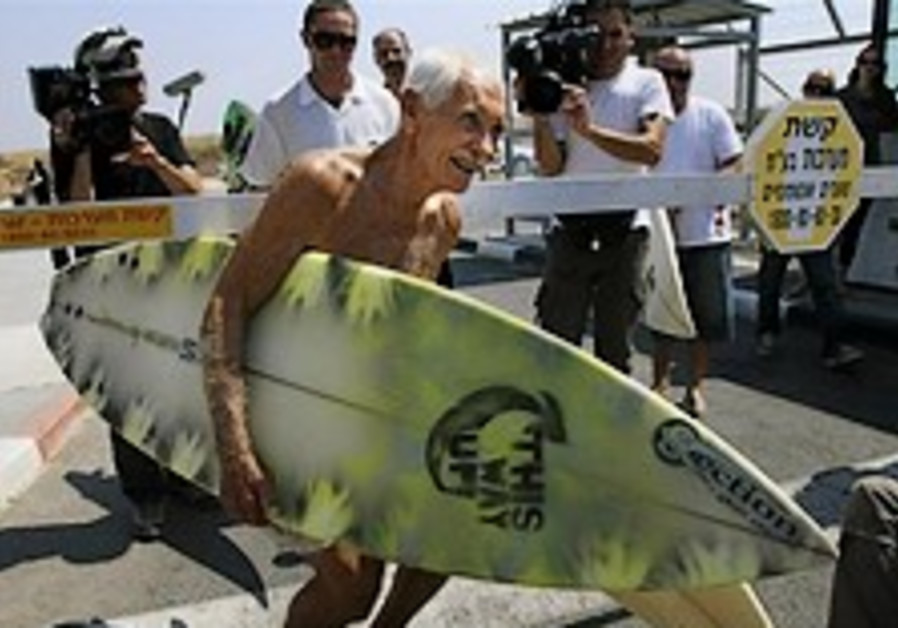 Jewish surfing guru from Hawaii brings hope - and boards - to Gaza surfers