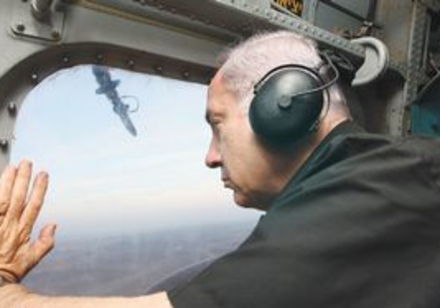PM Netanyahu inspects the Sinai border