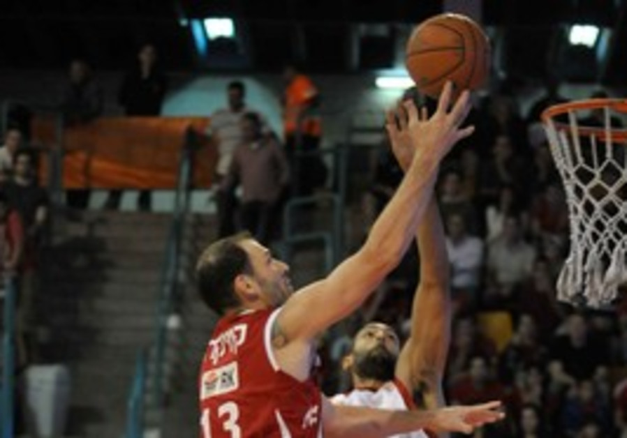 HAPOEL GILBOA/GALIL center Ido Kuzikaro