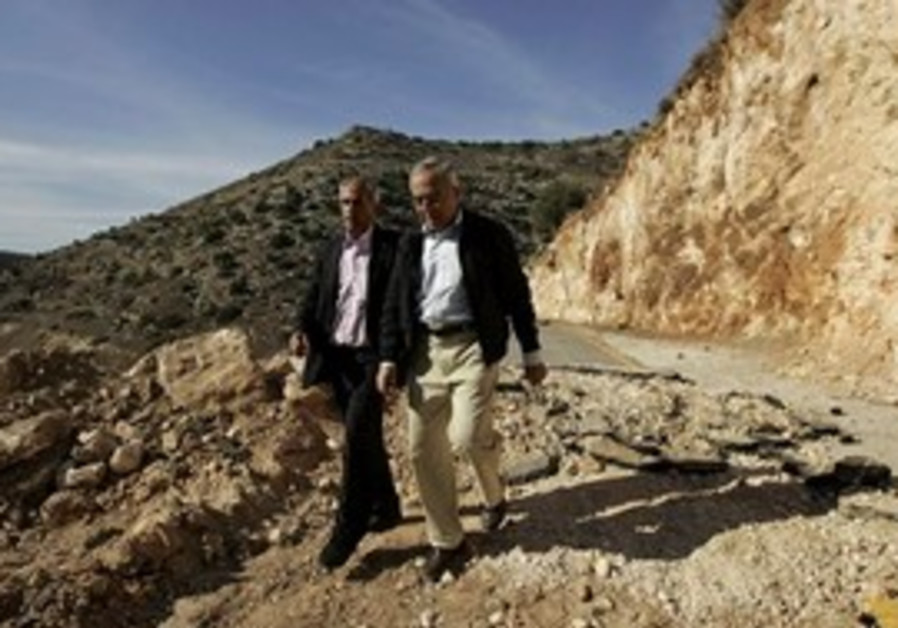 Palestinian Prime Minister Salam Fayyad, right, an