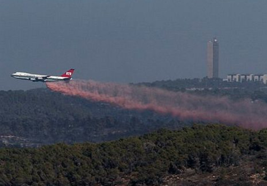 American Super Tanker firefighting plane