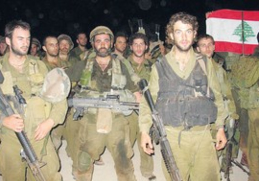URIEL MALKA (center) with paratroopers unit