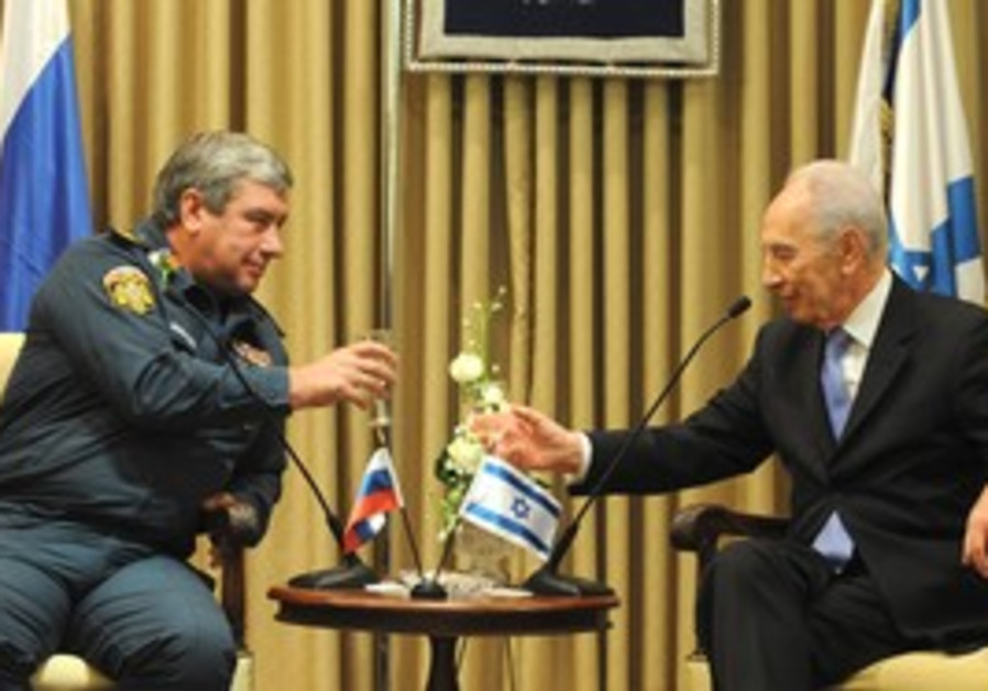 PRESIDENT SHIMON Peres thanks Russian Deputy Civil