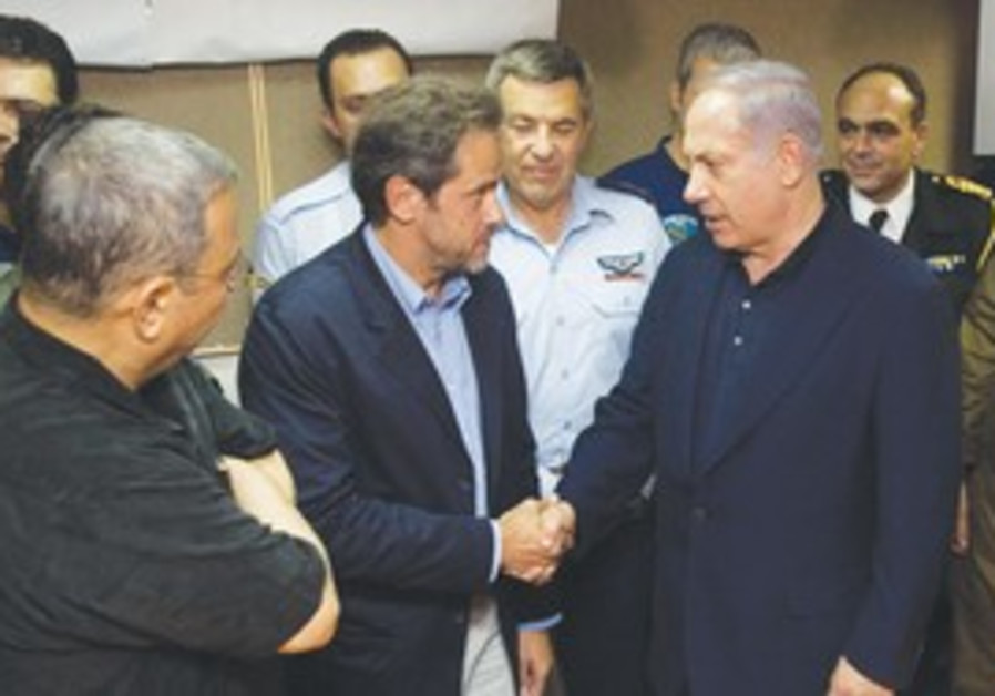 Prime Minister Binyamin Netanyahu greets the Greek
