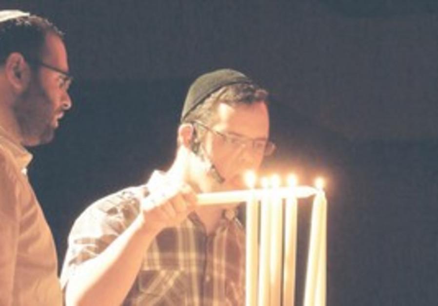 ACTOR ELIEZER CHAITOWITZ lights the hanukkiya
