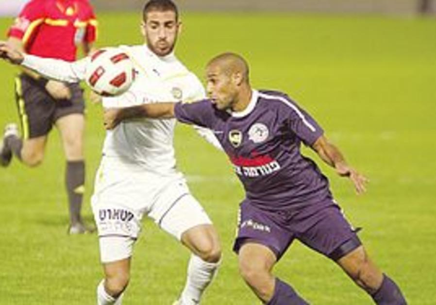 ELIRAN ATAR (left) and Maccabi Tel Aviv had a disa
