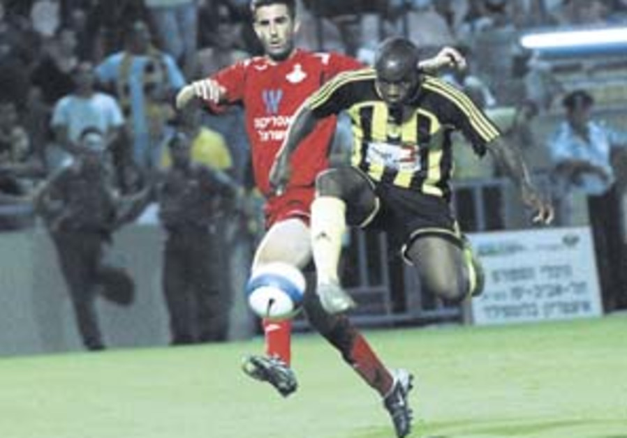 Local Soccer: Betar Jerusalem scrapes by with lucky win