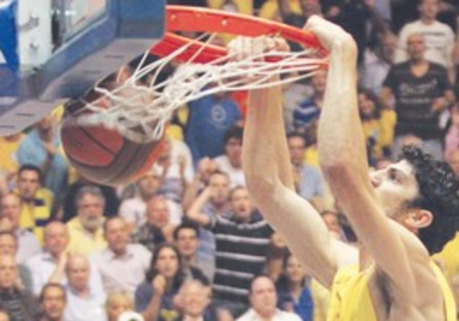 Maccabi Tel Aviv forward Lior Eliyahu.