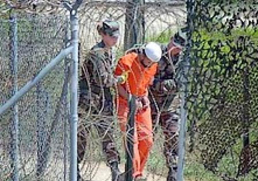 Israeli professors tackle Guantanamo