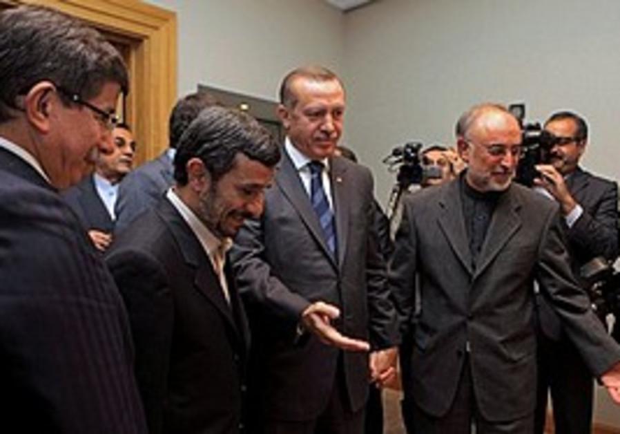 Erdogan, Ahmadinejad and Salehi meet in Istanbul