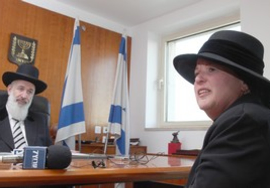 Esther Pollard with Ashkenazi chief rabbi Metzger.