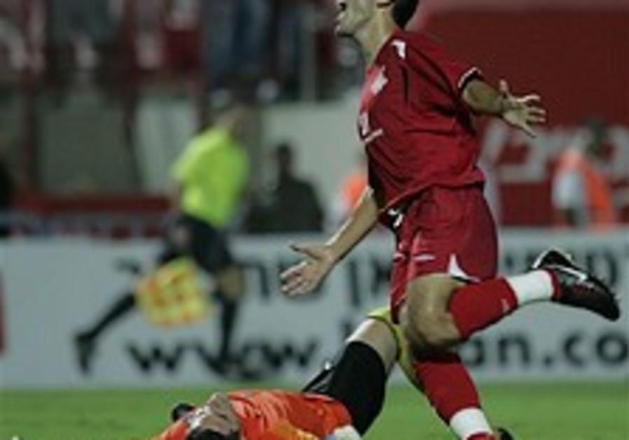 Euro Soccer: Hap TA sole Israeli team to stay alive