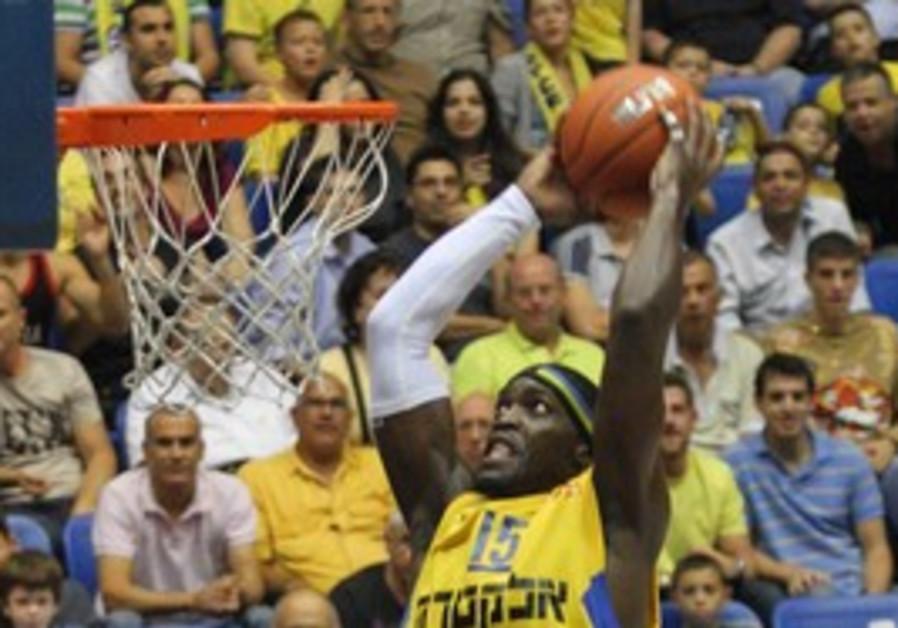 Maccabi Tel Aviv player Doron Perkins